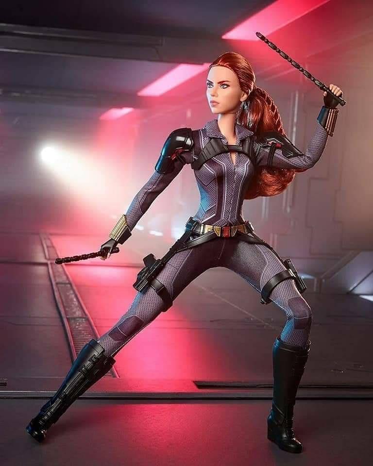 Barbie lanza muñeca Black Widow
