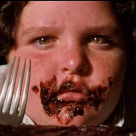 Bruce, el amigo de Matilda que se comió un pastel