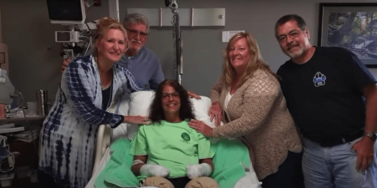Mujer pierde las piernas por culpa de la saliva de su perro
