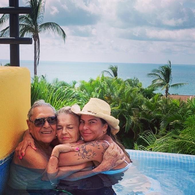Kate del Castillo se reúne con sus papás