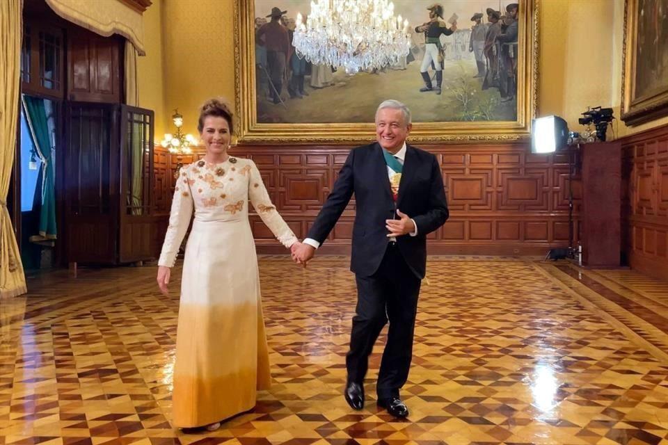 Beatriz Gutiérrez es criticada por su vestido el Grito de Independencia, aunque su diseño es mexicano