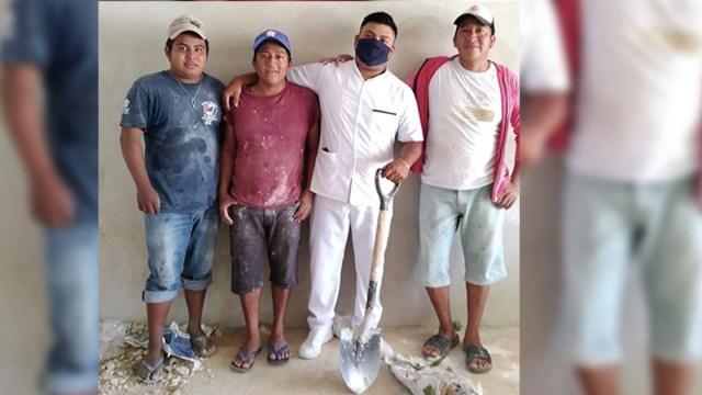 Joven yucateco se gradúa de la Universidad luego de ser albañil