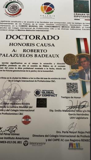 Roberto Palazuelos borra sus fotos del doctorado por burlas