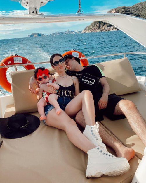 Kimberly Loaiza con su hija Kima y su novioa juan de Dios pantoja