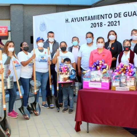 Municipio de Sonora regala palas a familias de desaparecidos