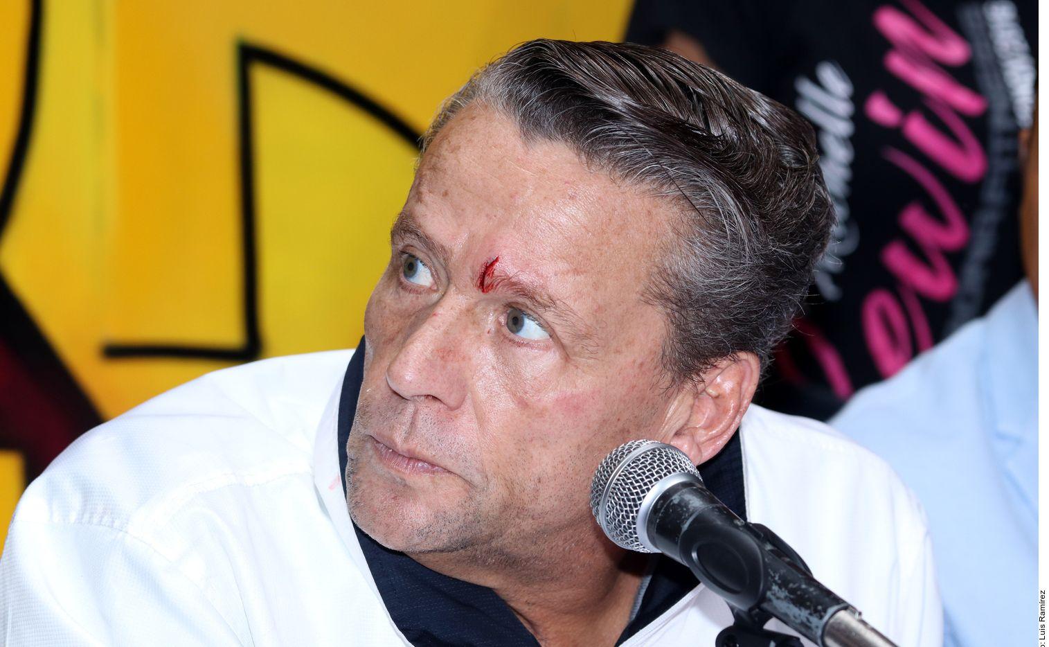 Alfredo Adame se integra a partido político