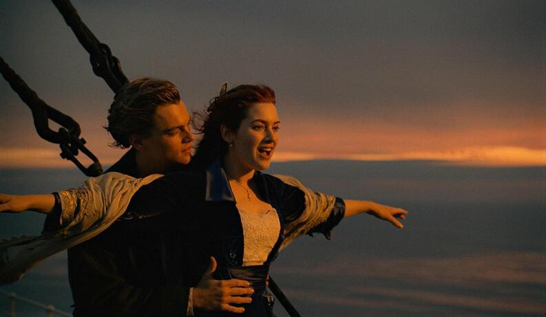 Pareja muere ahogada por recrear el Titanic