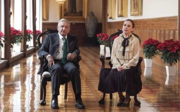 Beatriz Gutiérrez Müller con Amlo en Navidad