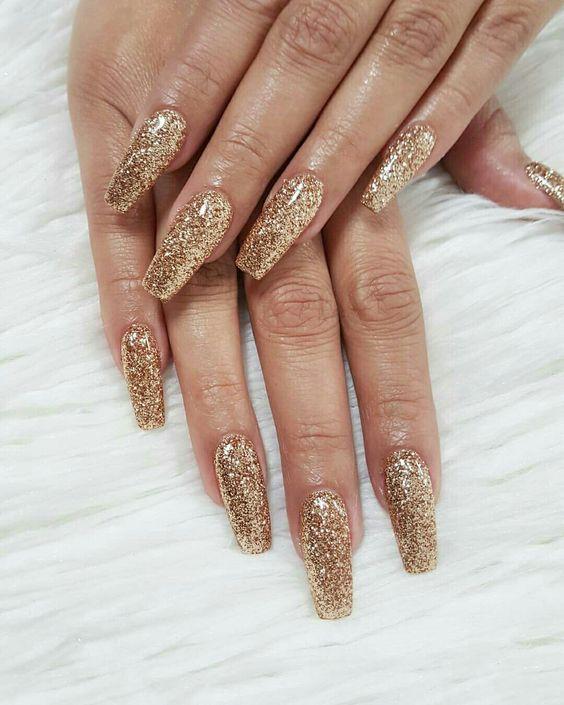 Uñas con glitter doradas