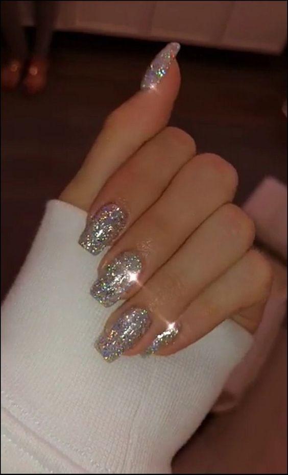 Uñas glitter plateadas