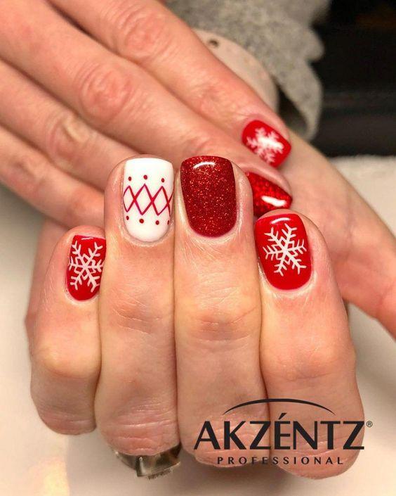 uñas de navidad rojas con copos