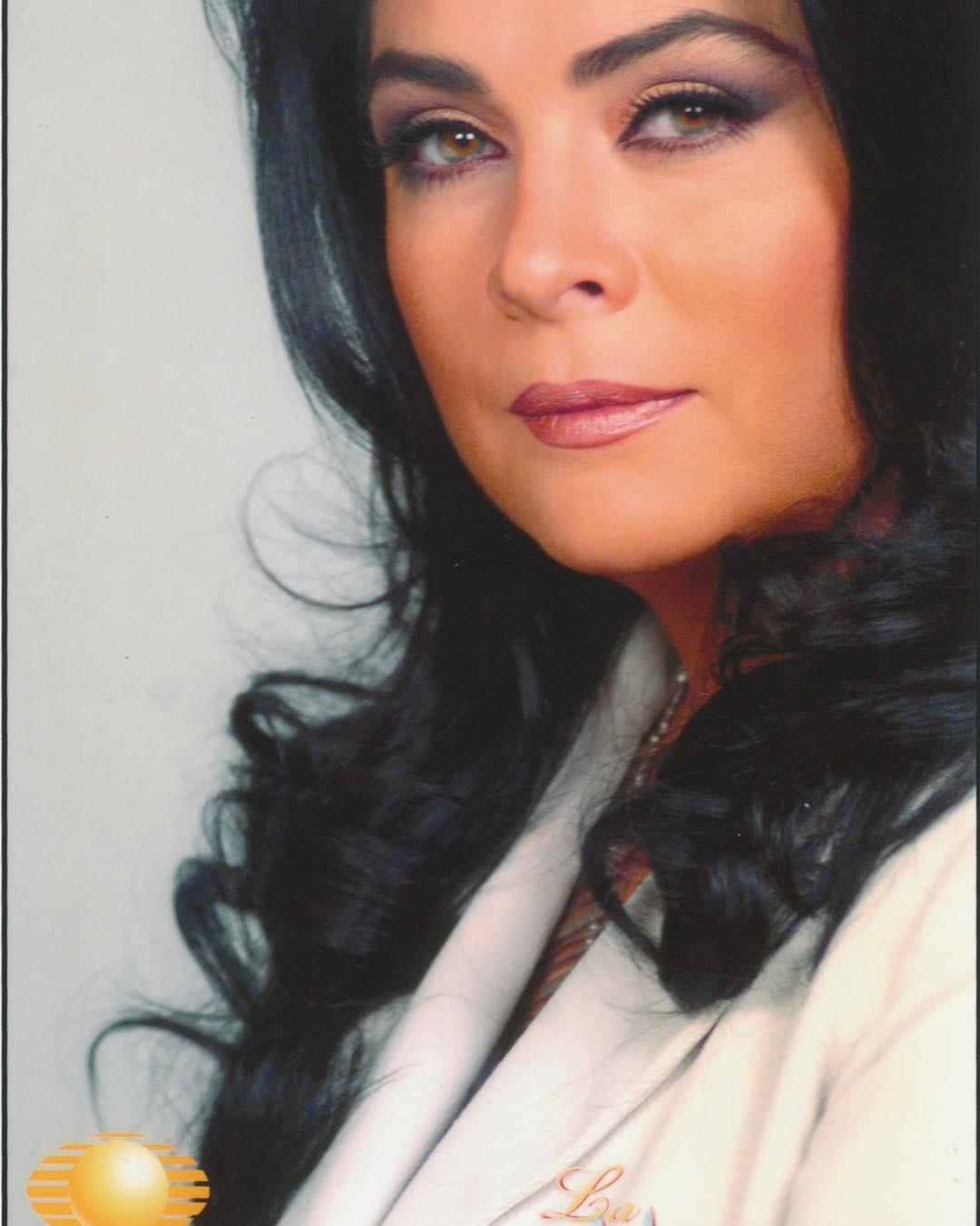 Victoria Ruffo pinta su cabello de rubio
