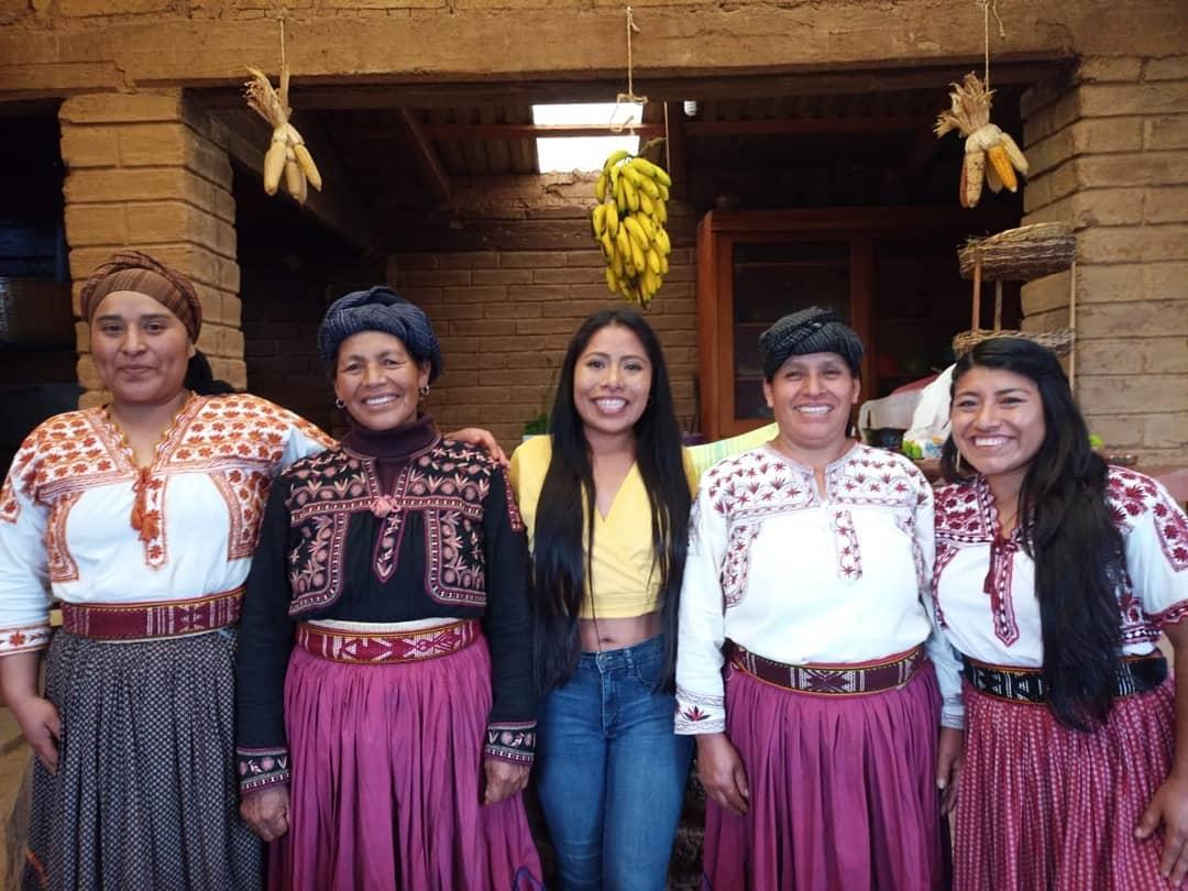 Yalitza Aparicio y mujeres oaxaqueñas
