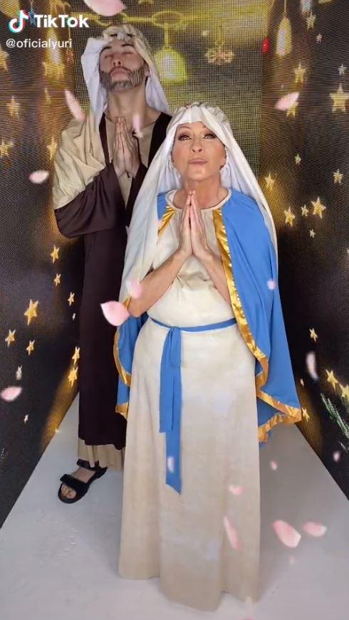 Yuri se burla de la Virgen María y se disfraza de ella