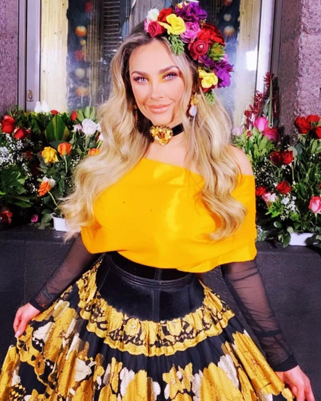 Aracely Arámbula vestido amarillo