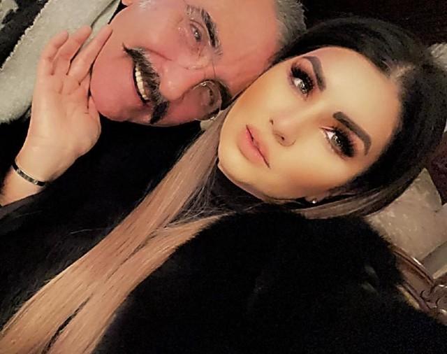 Vicente Fernández Jr con su novia