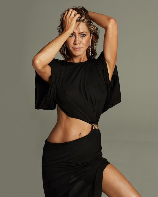 Aniston en look negro
