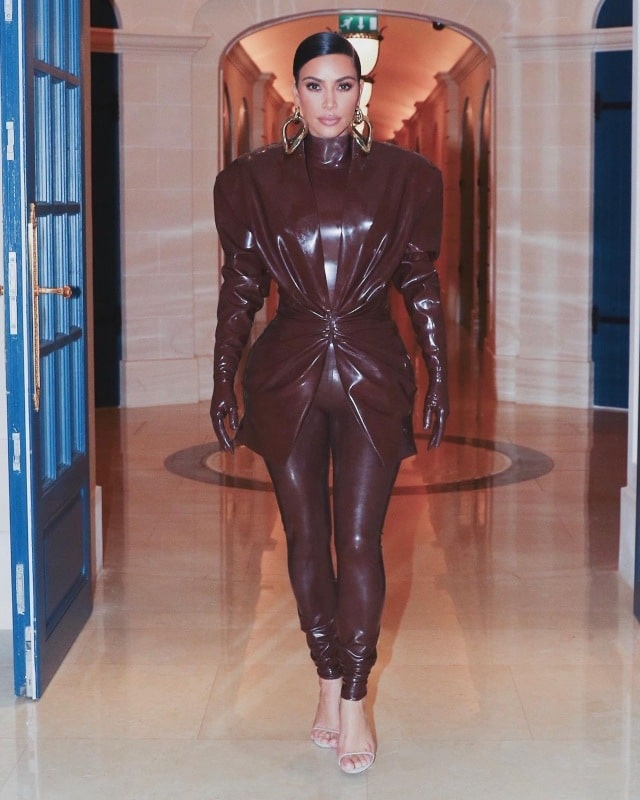 Kim Kardashian traje latex