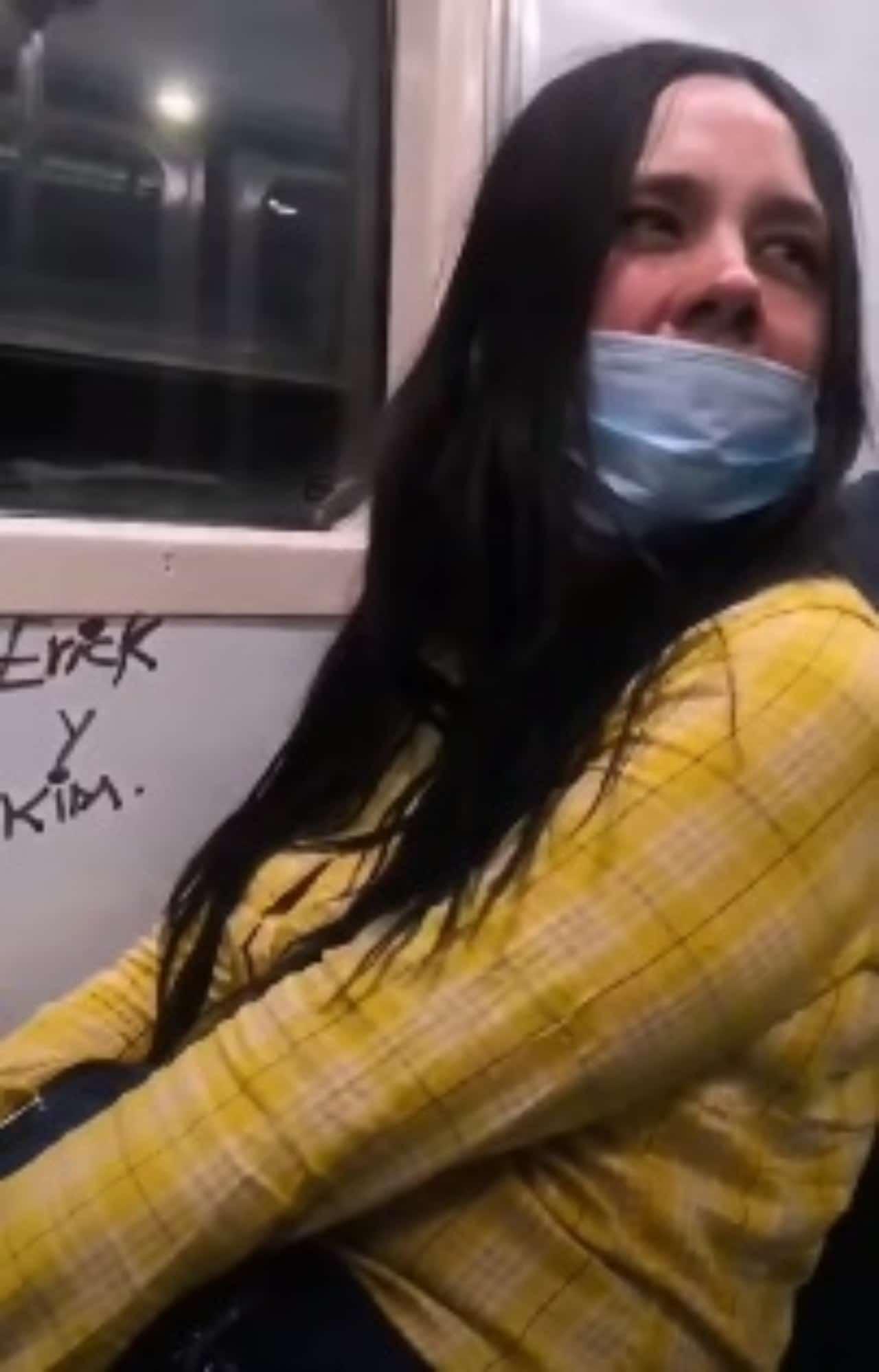 Lady Rayones pinta el metro