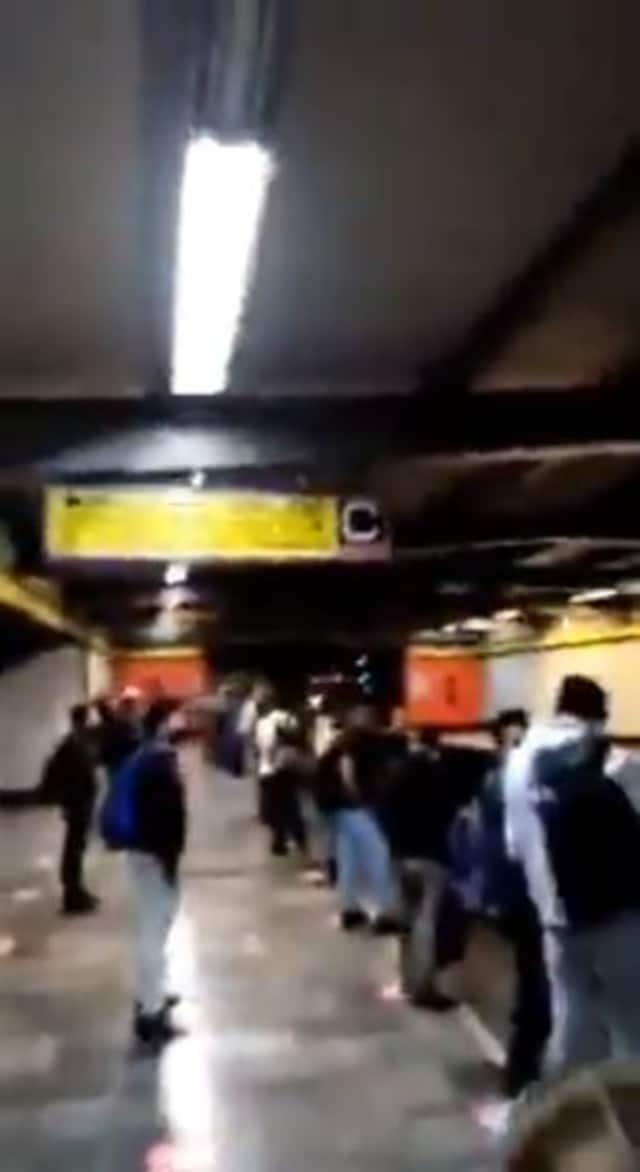 Ponen video para adultos en pantallas de la CDMX del metro