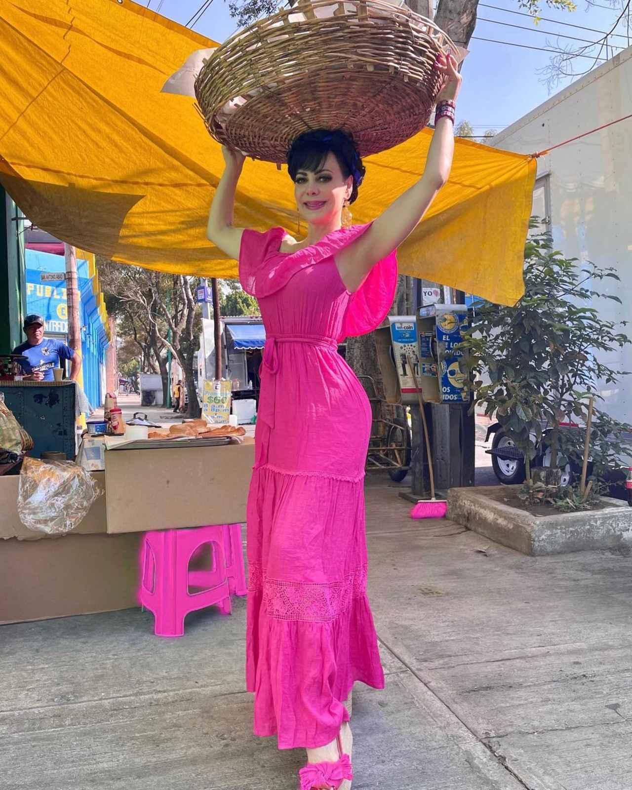 Maribel Guardia vende pan fotos negocio