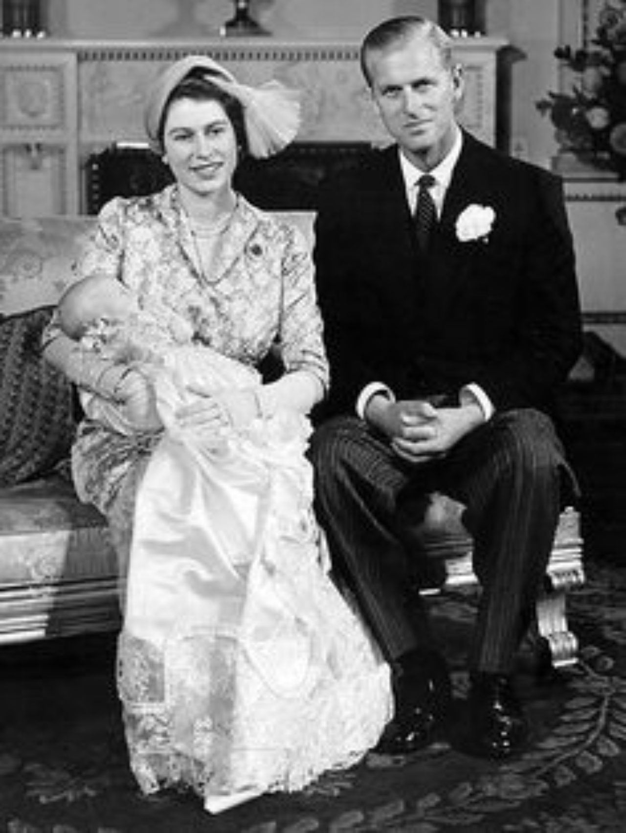 reina isable y principe felipe con hijo