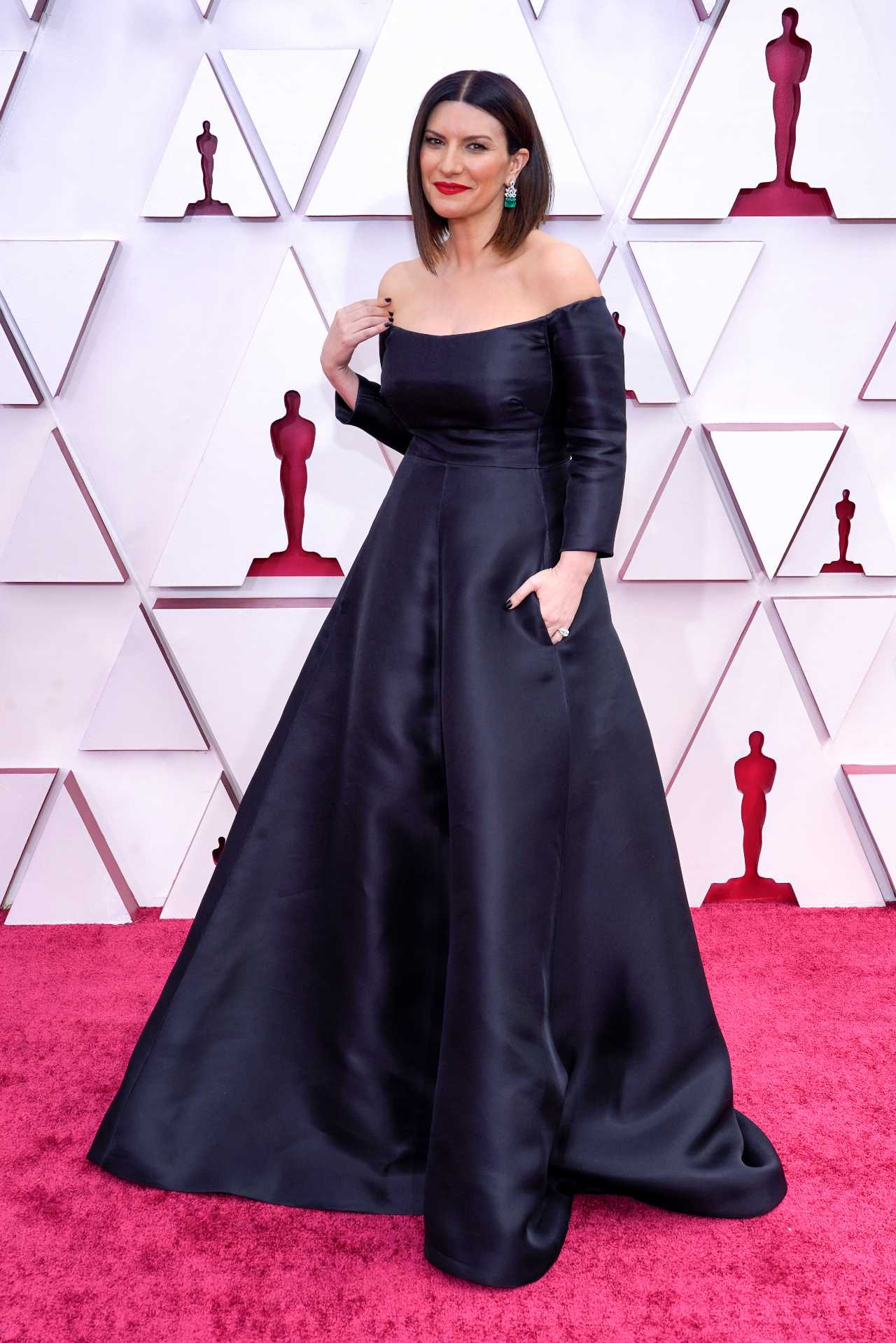 Laura Pausini alfombra roja premios oscar 2021