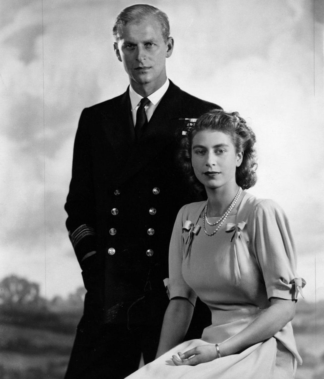 Principe Felipe y reina isabel jovenes