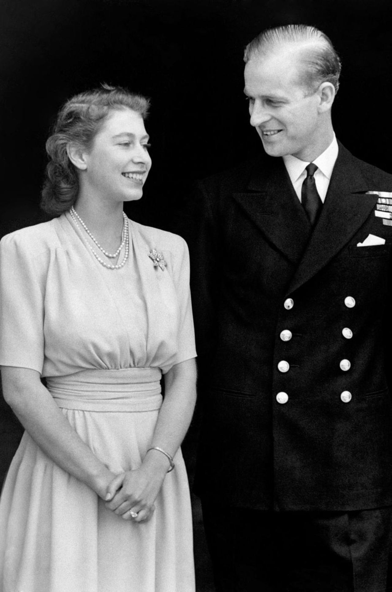 reina isabel y esposo principe felipe jovenes