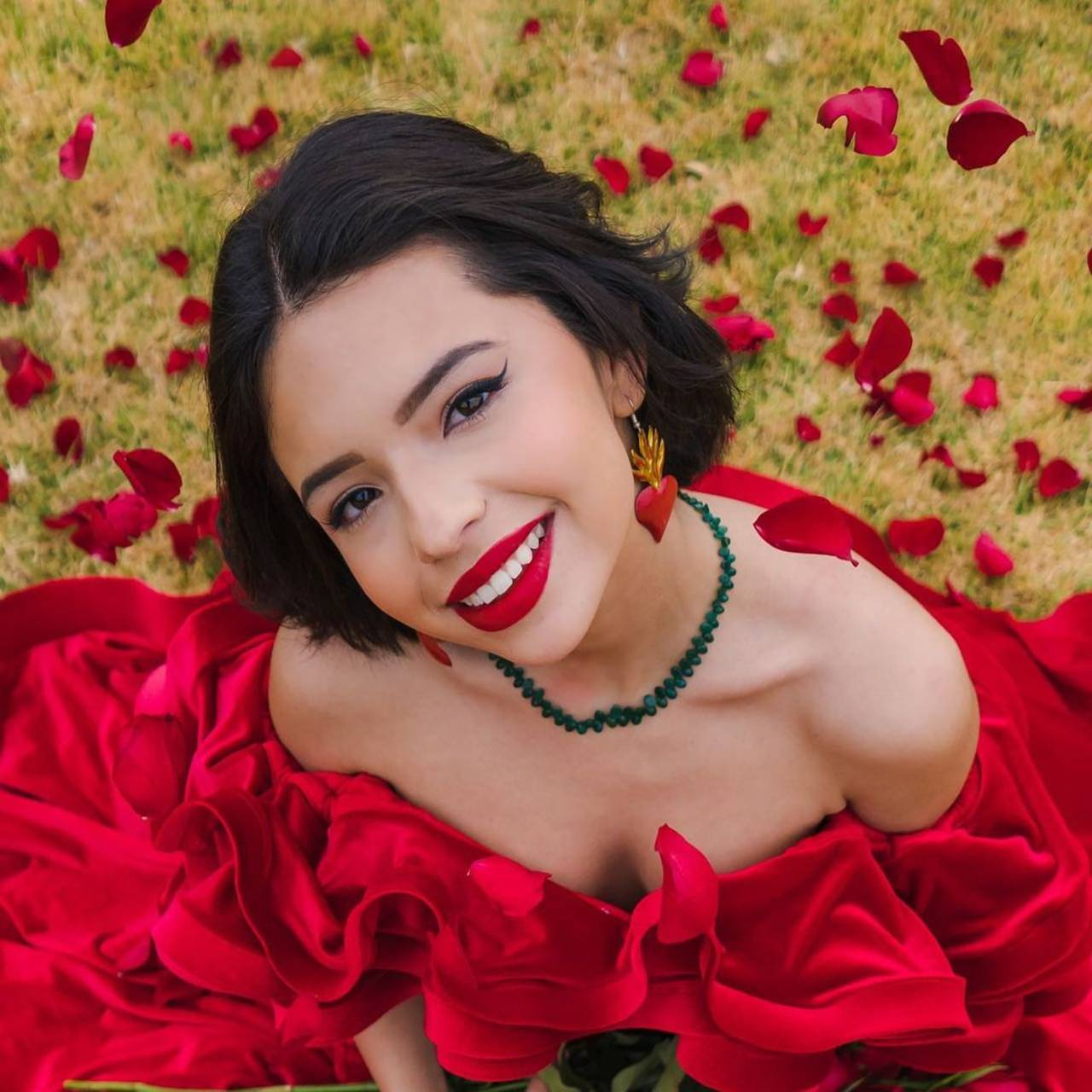 Ángela Aguilar tatuaje cara fan cantante