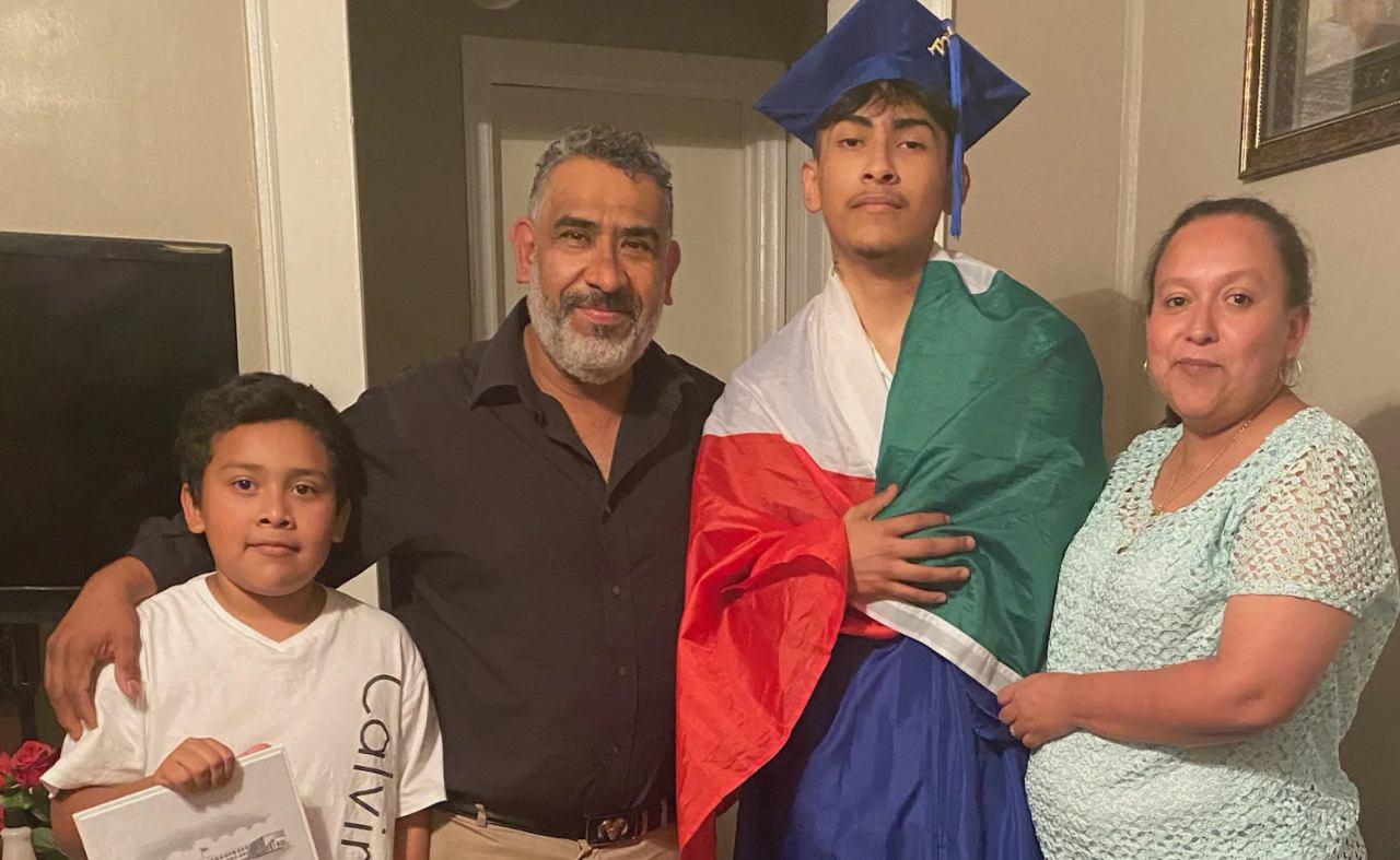 Ever Lopez y sus papas bandera