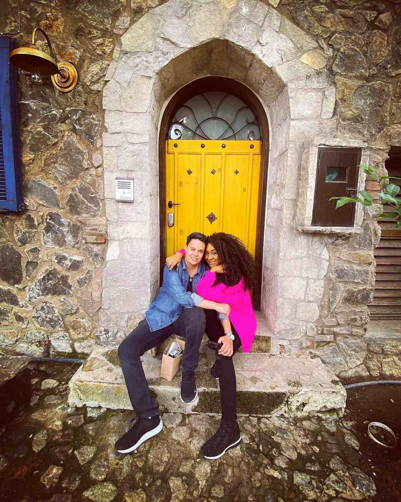 M'Balia se muestra con su novia tras polémica con Lidia Ávila