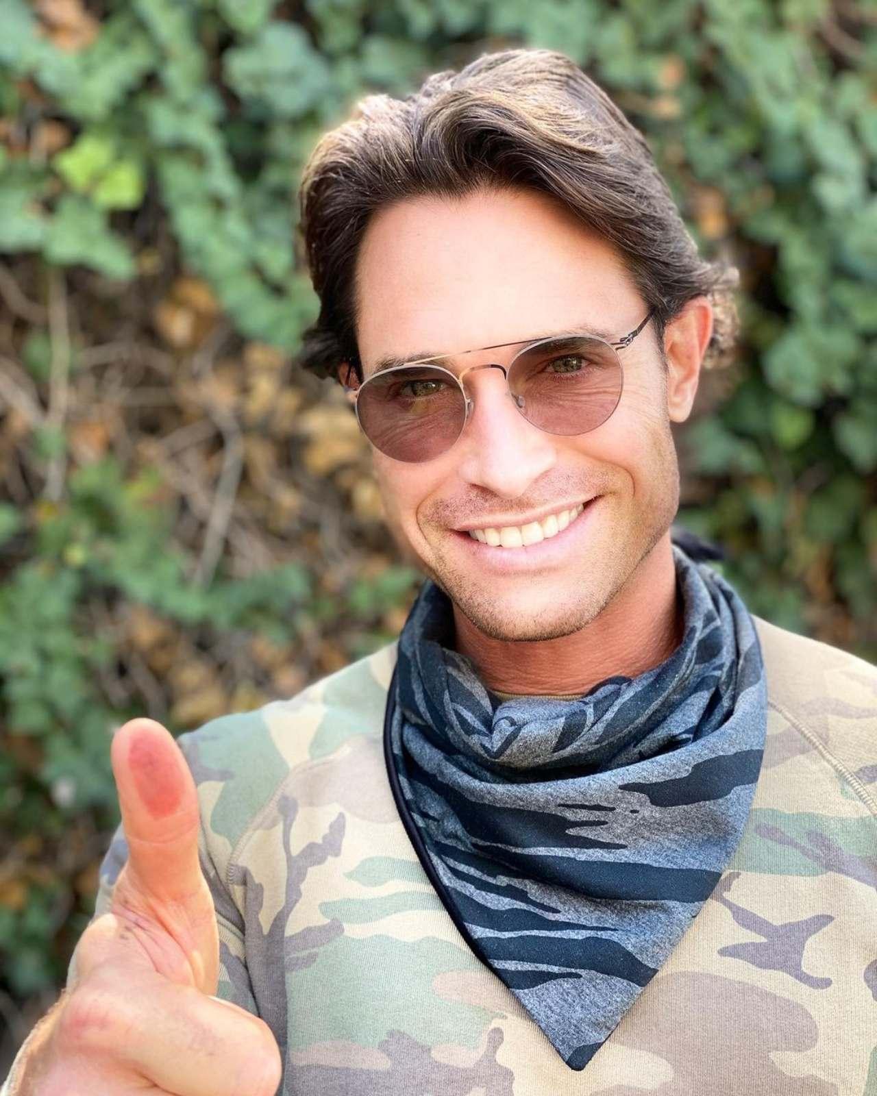 Sebastian Rulli votando en elecciones 2021