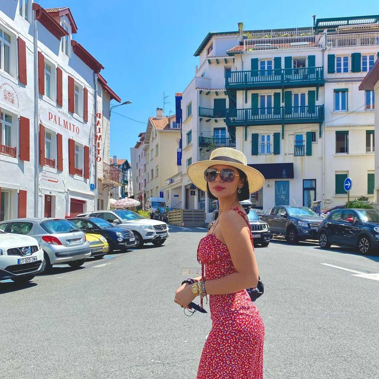 Ángela Aguilar de vacaciones en Francia