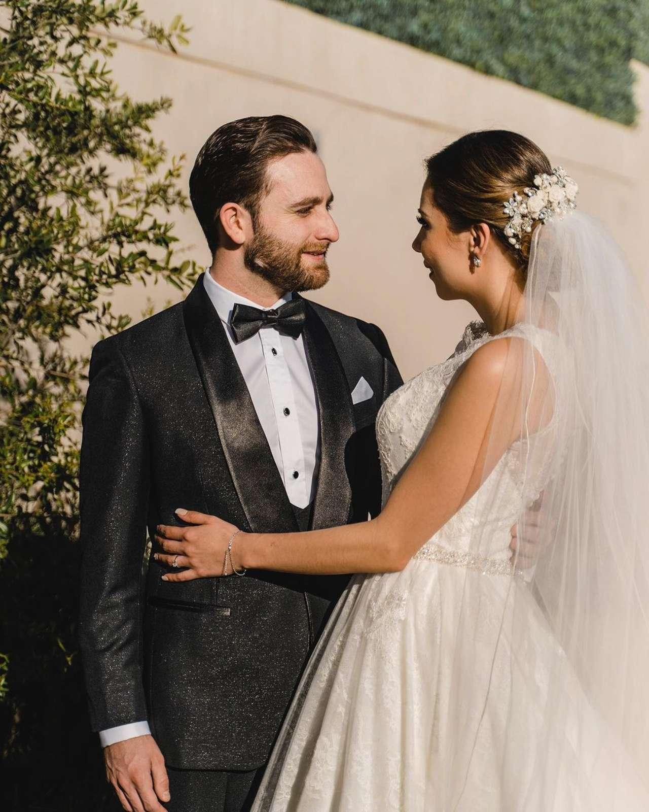 Revelan traje Christian Nodal boda Belinda