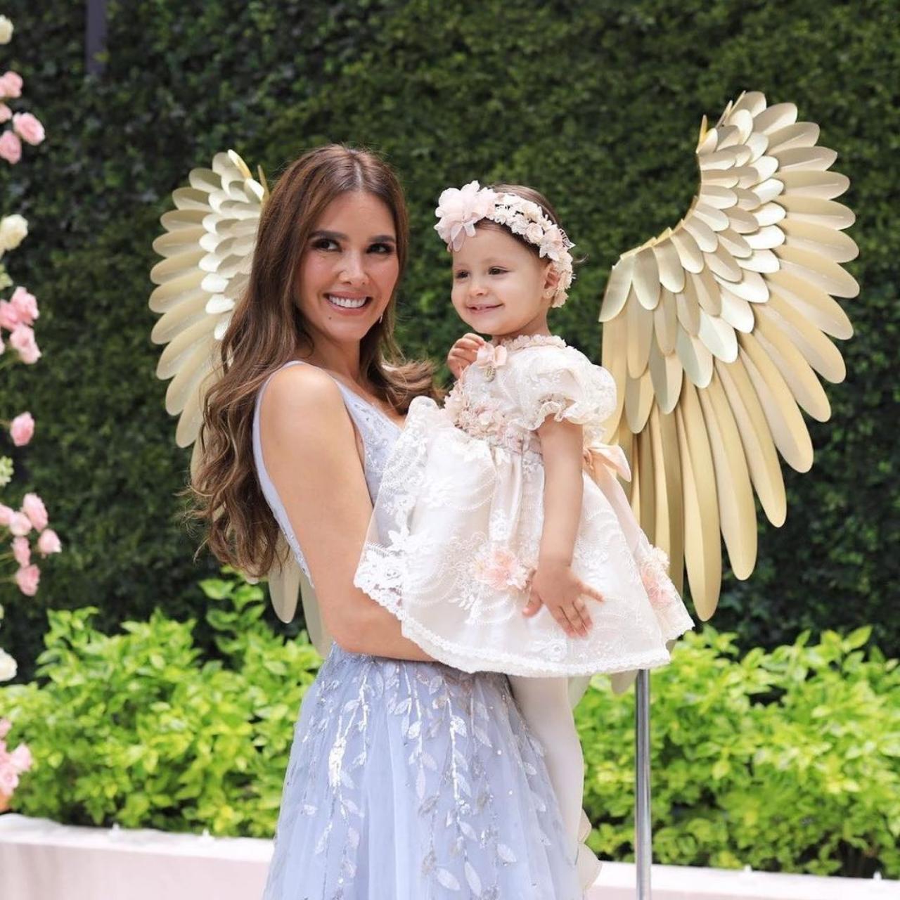 Ex Marlene Favela reacciona bautizo hija