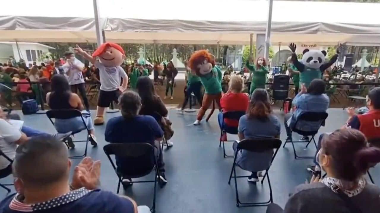 Vacunacion cdmx canciones personajes bailando