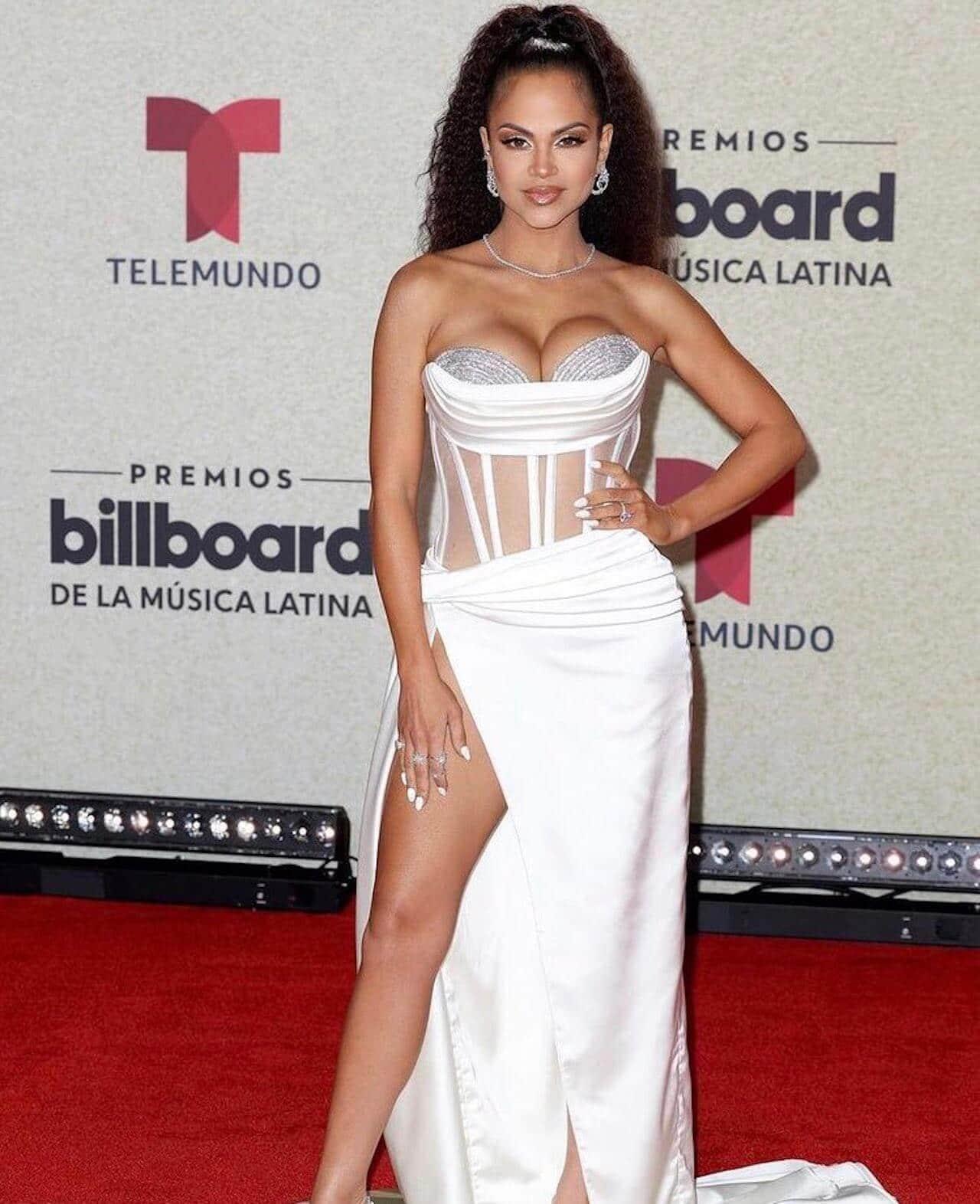 Natti Natasha Premios Billboard Latinos 2021