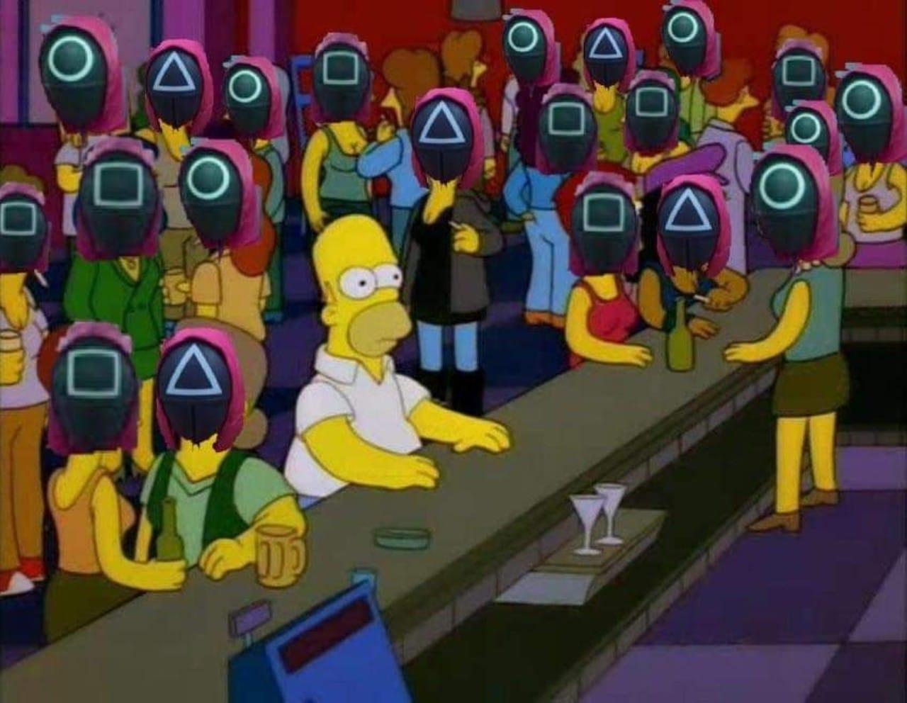 meme Homero Simpson viendo lo mismo