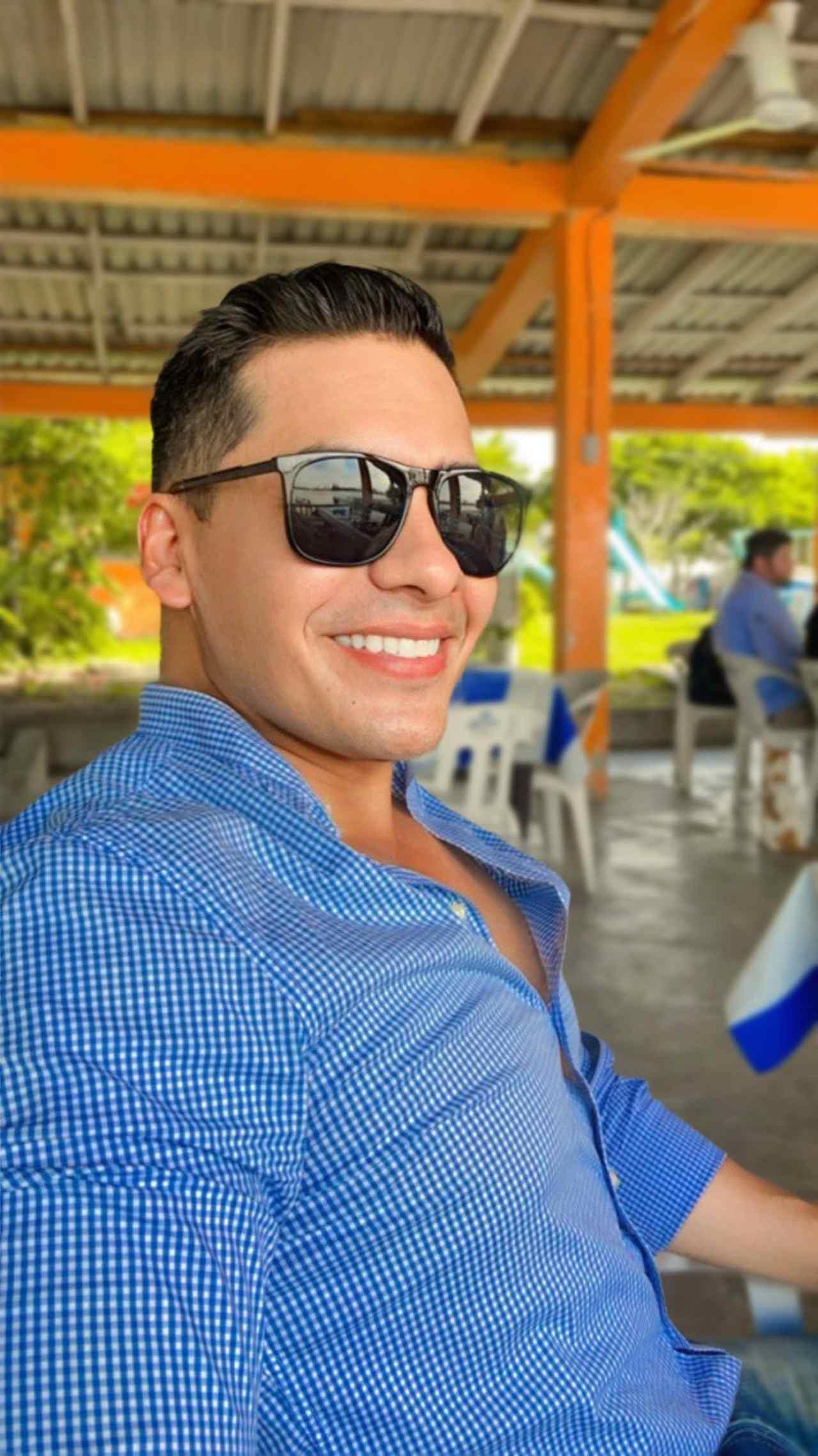 Trabajador pemex gay doble Carlos Rivera