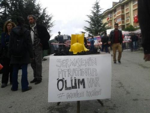 Validebağ eylemciler, mahsur kalan maden işçilerini böyle hatırladı | Fotoğraf: @kadikoyhalkevi