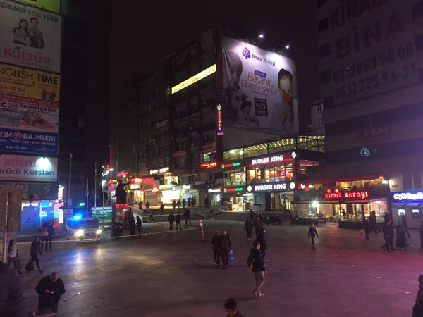 """Şirinevler Square. A lower middle class district. """"Şirinevler Kantonu'nda bir Cumartesi akşamı. Burası normal şartlarda bu saatlerde ikinci İstiklal Caddesi gibiydi. https://twitter.com/ilkanakgul/status/711278231656206336?s=03"""