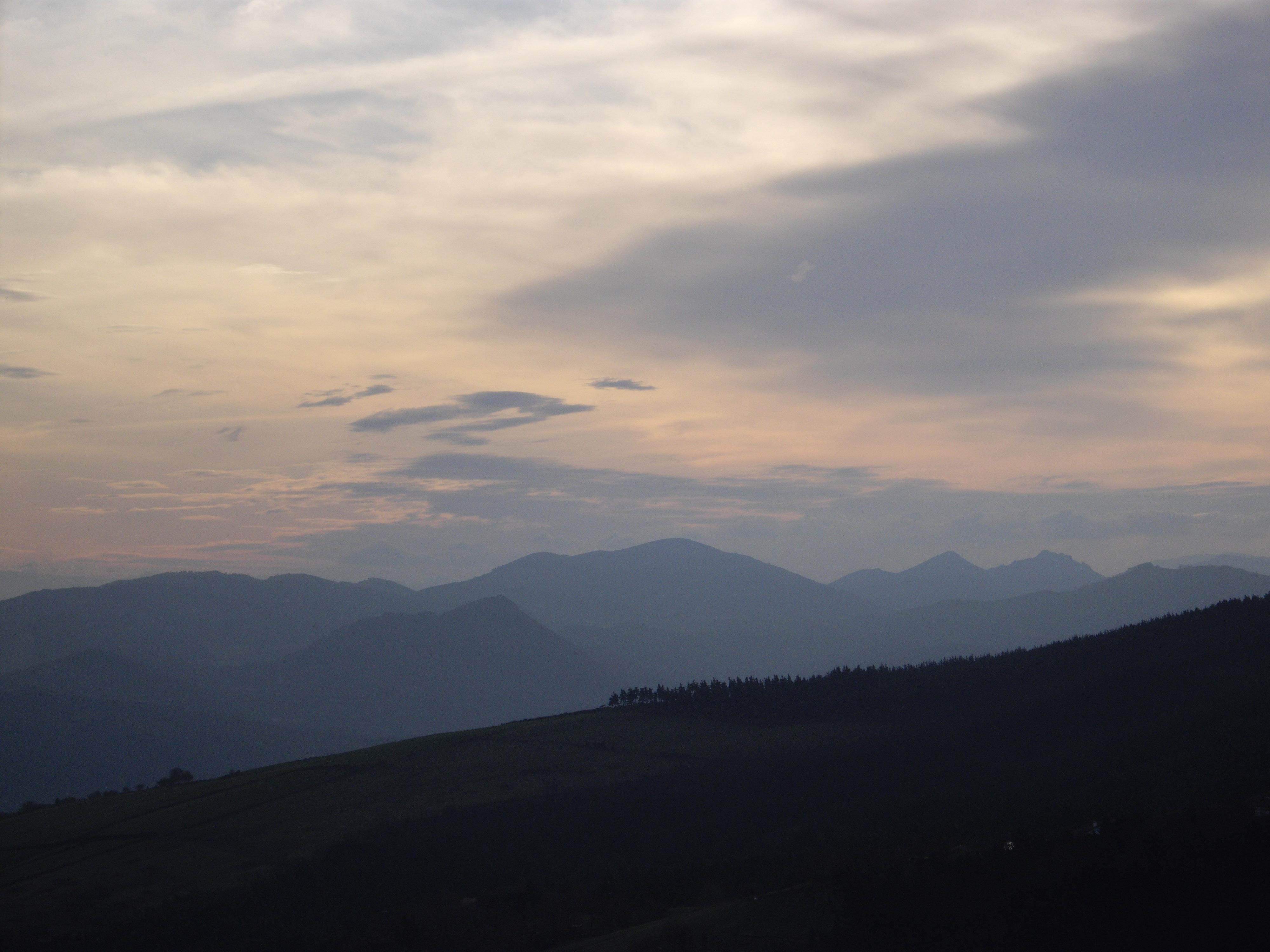 Fotografia obtenida esta mañana desde un punto situado entre Mañu y la cumbre de Sollube