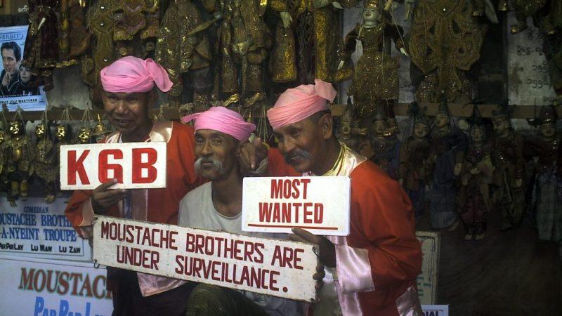 Myanmar: coi Moustache Brothers a parlare male del regime