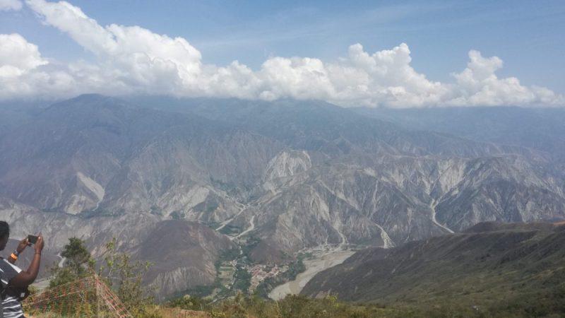 Colombia 2019 – Giorno #5 –  Parapendio a San Gil e algebra della menzogna