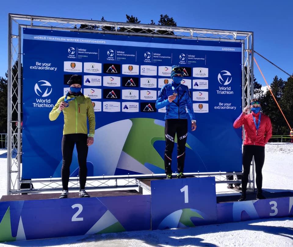 Mattia Tanara sul gradino più alto del podio