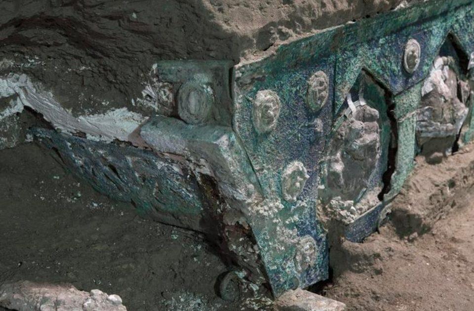 Il carro ritrovato a Pompei.