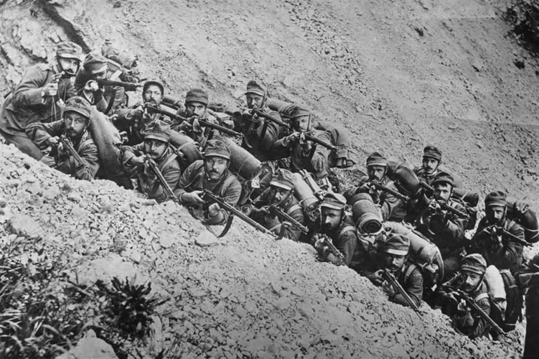 Soldati in formazione per la guerra