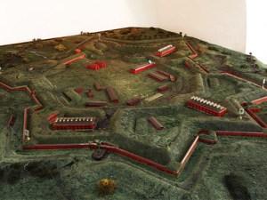 Mit einer historischen Inszenierung wird auf der Feste Boyen in Giżycko (Lötzen) der 210. Jahrestag des Einzugs napoleonischer Truppen begangen.