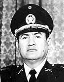 Carlos H. Romero, general y presidente su derrocamiento precede el aumento del terrorismo y guerra que se extiende por más de 13 años.